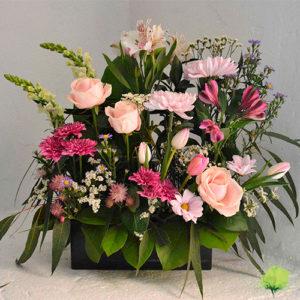Composición para nicho en color blanco, rosa y fucsia
