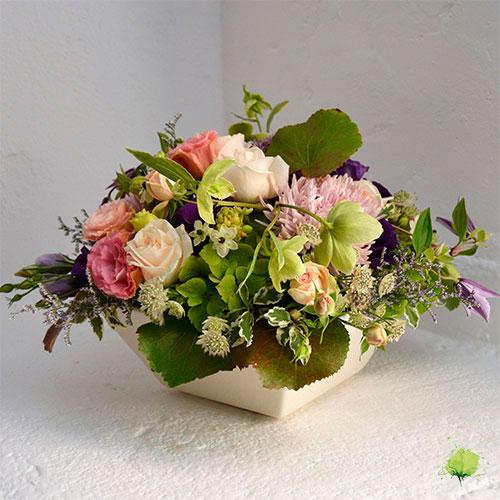 Composición Floral en Cerámica