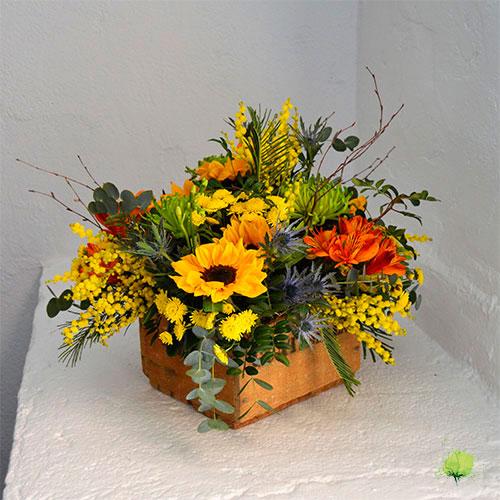 Composición Floral con Madera