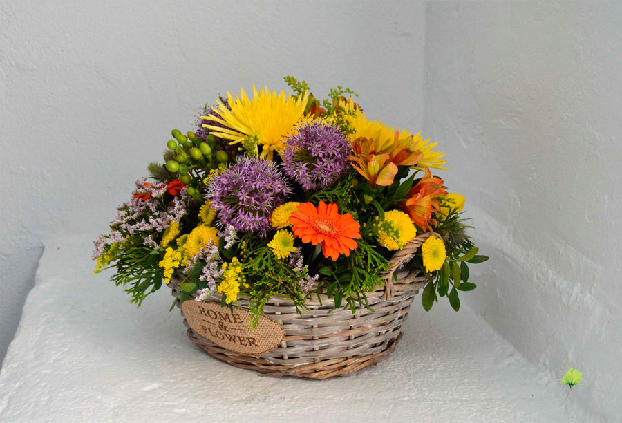 composicion-floral-en-mimbre-blumenaria