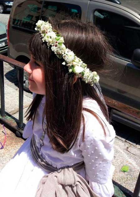 Elvira con su Corona de Flores